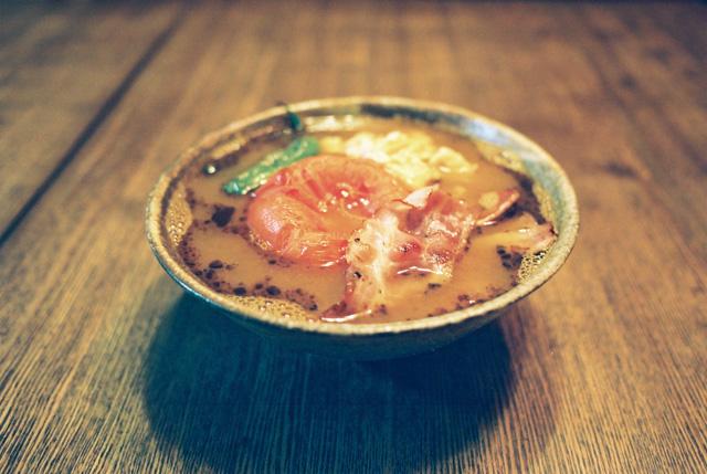卵と焼きトマトのスープカリー