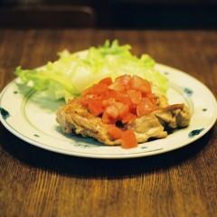 ガーリックチキンとフレッシュトマトソース