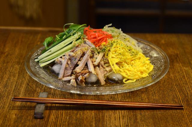 冷麺(手作りチャーシュー乗せ)