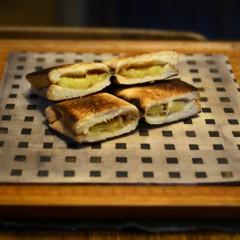 ピーナッツバターとバナナのホットサンド