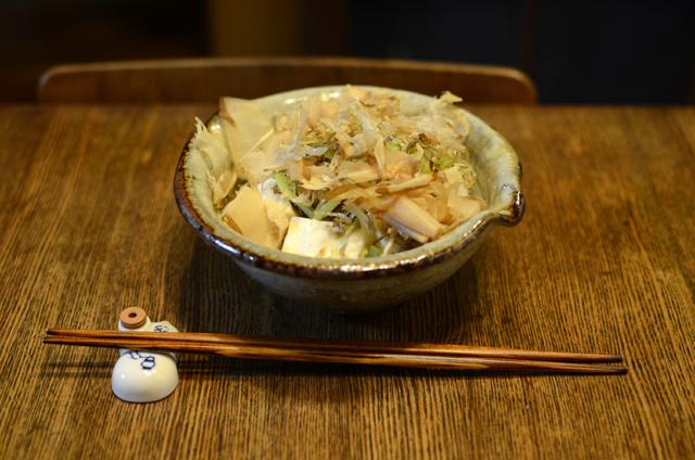 じゃことかつおぶしの豆腐丼